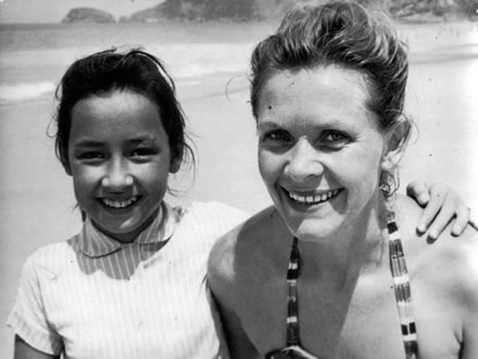 Marianne's mother and her at S. Conrado beach, 1956